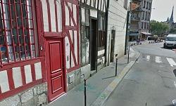 C'est dans cet immeuble au 6, rue du Cercle, près de la place du Vieux Marché que le corps a été découvert