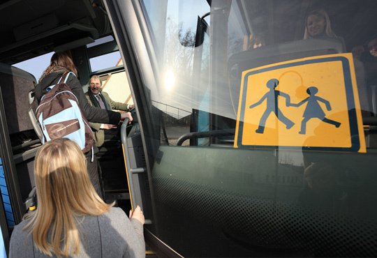 Les circonstances dans lesquelles la lycéenne a été mortellement blessée alors qu'elle venait de descendre de l'autocar sont encore très obscures (Photo d'illustration)