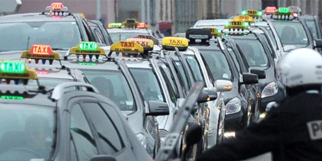 """Les chauffeurs de taxis protestent contre """"la concurrence déloyale"""" des véhicules de tourisme avec chauffeur (VTC) (Photo DR)"""