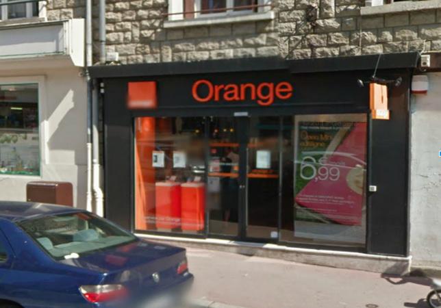 Chez Orange, à Neufchâtel-en-Bray, les cambrioleurs ont été dérangés par le déclenchement de l'alarme (@Google Maps)