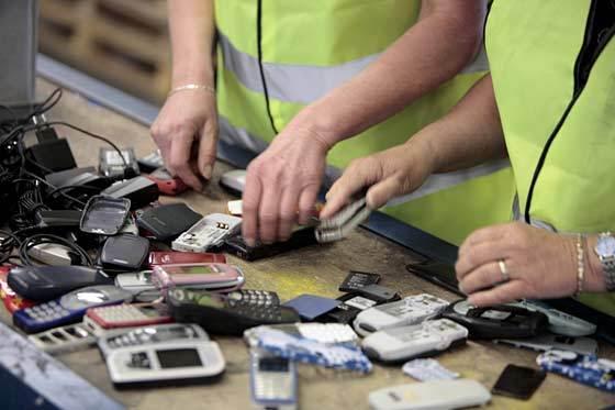 Les vieux mobiles récupérérs par Orange en Haute-Normandie et en Afrique sont recyclés au Havre, dans une société spécialisée (Photo d'illustration)