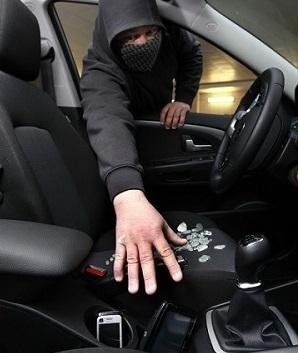 Sur leur chemin, les adolescents ont fracturé des véhicules pour dérober ce qu'il y avait à l'intérieur (GPS, gilets fluo, lampes électriques...) @Photo d'illustration