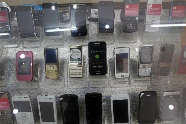 Les cambrioleurs ont fait main basse sur les téléphones exposés dans la boutique (Photo d'illustration)