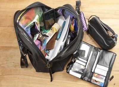 Le cambrioleur des personnes âgées s'intéressait surtout à l'argent que contenait leur sac à main  (Photo d'illustration)