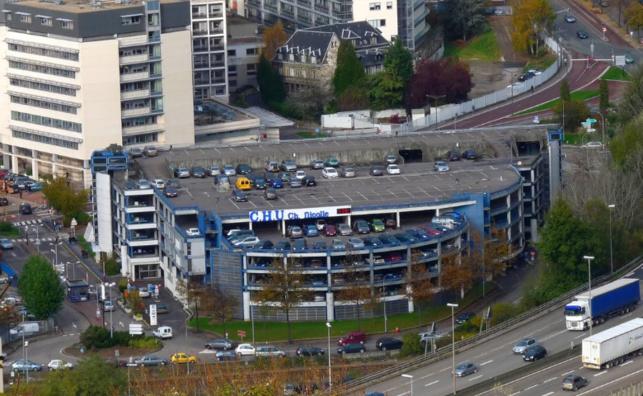 Ce n'est pas la première fois que des désespérés se jettent dans le vide depuis le parking aérien du CHU (Photo DR)