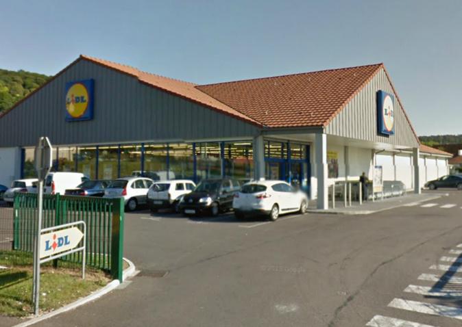 Les deux employées étaient en train de remplir les rayons du magasin avant l'ouverture au public @Google Maps