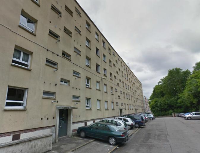 Le jeune homme a chuté du 5e étage de cet immeuble situé rue Goubermoulins @Google Maps