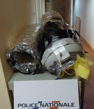 Une des chambres de l'appartement avait été équipée d'un système de ventilation et d'extraction d'air pour les besoins de la culture du cannabis. Tout le matériel a été saisi par les enquêteurs. (Photo DDSP)