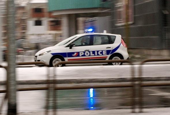 Les policiers, pris à partie par un groupe de consommateurs d'un bar, ont dû faire appel à des renforts (Photo d'illustration)