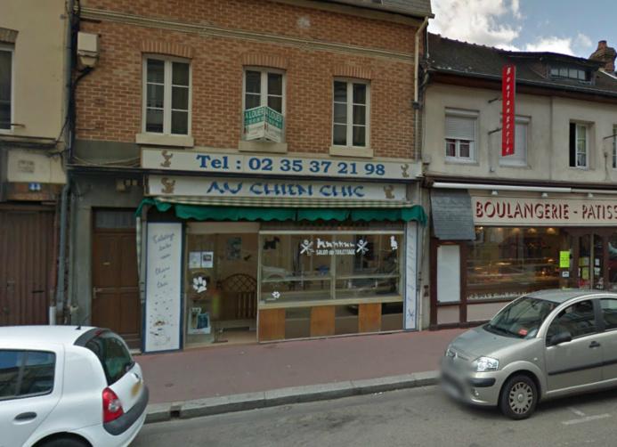 Le salon de toilettage est installé rue du Neubourg, dans une rue passante d'Elbeuf  @Google Maps