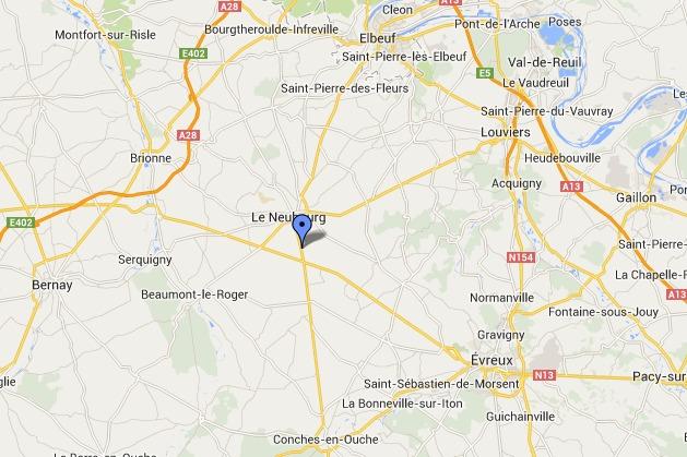 La collision s'est produite sur la D840, dans le bourg de  Tremblay-Omonville. Cinq jeunes gens avaient trouvé la mort dans un terrible accident en juin 2008 sur cette même route départementale et dans ce même village  @Google Maps