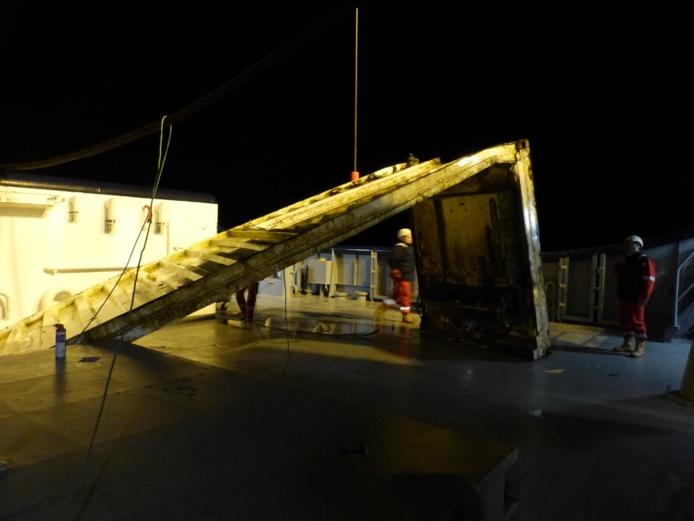 Un morceau de conteneur du Maersk Svendborg récupéré en mer au large de Barfleur