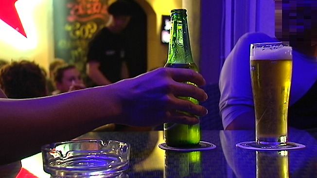 Le patron du débit de boissons encourt une forte amende pour avoir serrvi à boire à des consommateurs  en état d'ivresse (Photo d'illustration/DR)