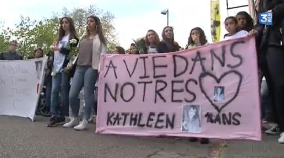 Une soixantaine de camarades et les proches de Kathleen ont participé samedi à une marche blanche à la mémoire de la jeune fille (Capture d'écran France 3 Haute-Normandie)