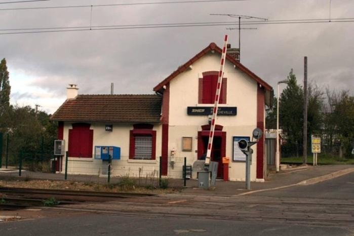 Une sexagénaire grièvement blessée par un train en gare d'Issou, près de Mantes