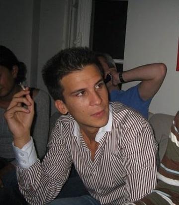 C'est cette photo de Gaspard Gantzer en train de fumer une cigarette (ou un pétard?) publiée sur son compte Facebook qui a déclenché la polémique