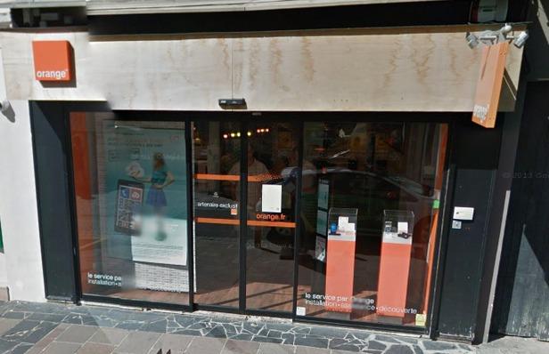 A Gisors, les malfaiteurs avaient défoncé la vitrine de cette boutique Orange avec une voiture bélier (Photo d'illustration)
