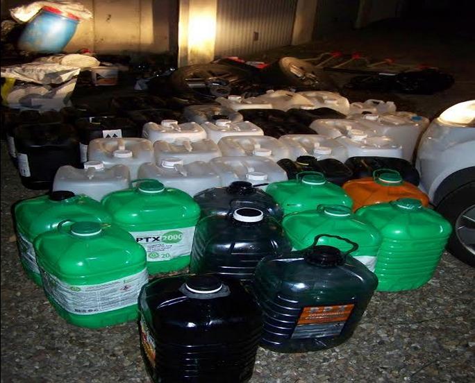 Des dizaines de bidons emplis de carburant et d'autres vides ont été découverts dans les deux garages loués par les mis en cause à Déville-lès-Rouen et Bonsecours (Photo DDSP)