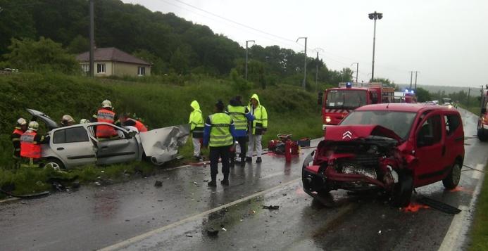 Sous la violence du choc, la Renault Clio qui se dirigeait vers Beaumont-le-Roger a été projetée dans le fossé @infoNormandie