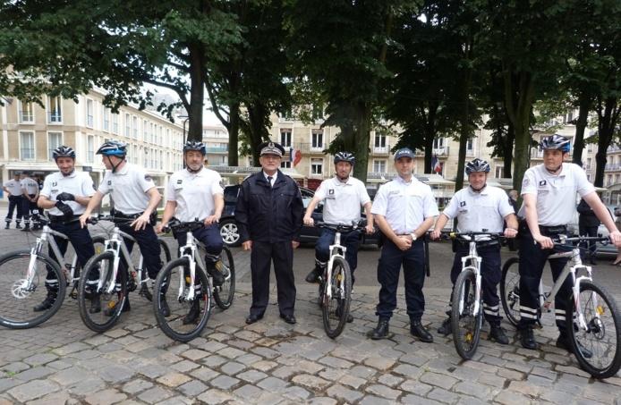 Le contrôleur général François Mainsard, directeur départemental de la sécurité publique en Seine-Maritime, a donné lundi le top départ aux patrouilles de policiers à VTT (Photo DDSP)