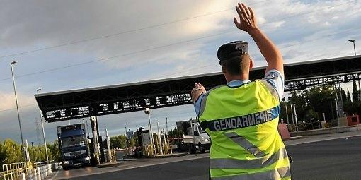 Régulièrement, les gendarmes de l'Escadron de sécurité routière procèdent à des contrôles inopinés de poids-lourds sur les autoroutes de Seine-Maritime (Photo d'illustration)