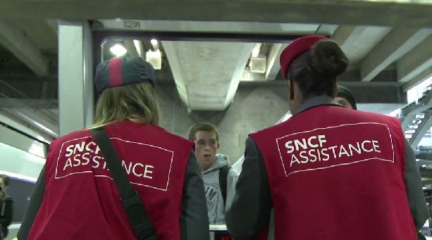 Tous les agents non grévistes sont mobilisés dans les gares et dans les trains pour porter assistance aux usagers et en particulier aux candidats au bac