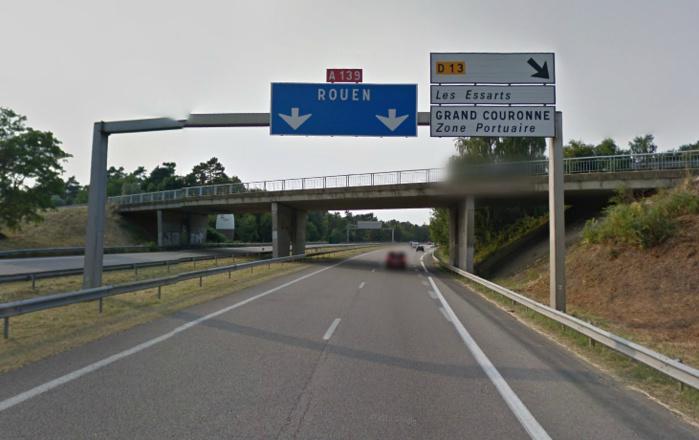 L'autoroute A139 assure la jonction entre l'A13 et la N338 (Sud III).