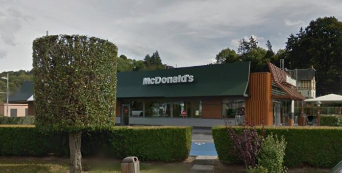 Le McDonald's était sur le point de fermer quand le braqueur a fait irruption vers 22h30