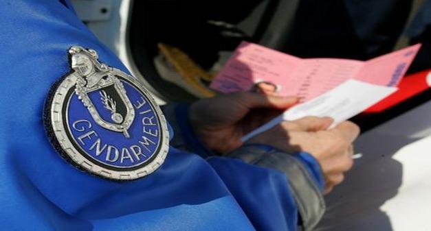 C'est en examinant minutieusement la situation du jeune homme que les gendarmes ont découvert qu'il conduisait avec un faux permis (Photo d'illustration)