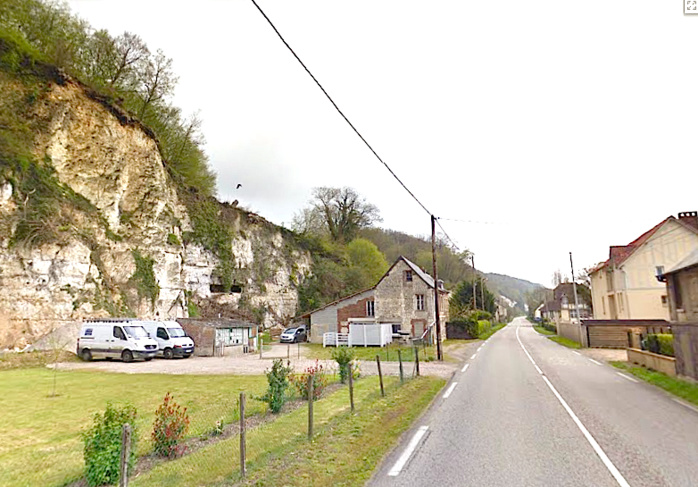 Les chutes de pierres et les éboulements de falaise sont fréquents sur le CD982  (Photo d'illustration de la route de Rouen à Duclair en direction de Saint-Martin de Boscherville)