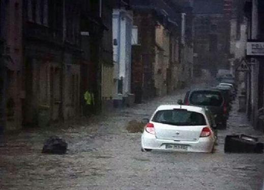 Une rue de Bolbec sous les eaux  (Photo : CyrilAnita)
