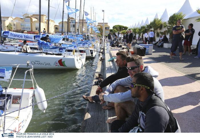 Un moment de détente bien mérité sur le ponton du port de Hyères