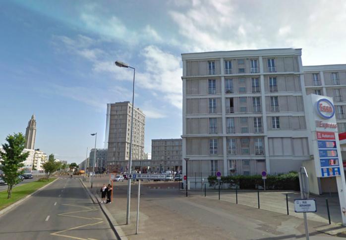C'est dans un immeuble de ce quartier, au 211 boulevard François 1er, près de la plage, que les faits se sont produits cet après-midi vers 15 heures