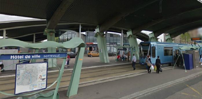 L'accident est survenu à hauteur de la station de métro Hôtel de ville à Sotteville-lès-Rouen