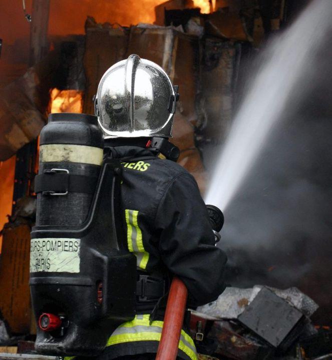 Les sapeurs-pompiers sont pavenus à empêcher l'incendie de se propager au reste de l'immeuble (Photo d'illustration)