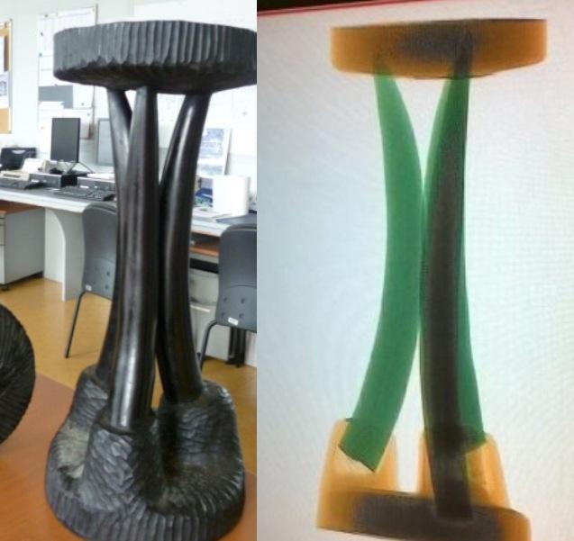 Passé aux rayons X, le tabouret en bois sculpté (photo de gauche) a révélé que ses pieds étaient en réalité des défenses d'éléphant (photo de droite) Document : Douane française