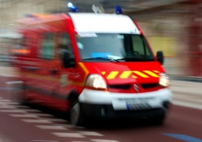 La jeune fille blessée à une jambe a été transportée à l'hôpital par les sapeurs-pompiers (Photo d'illustration DR)