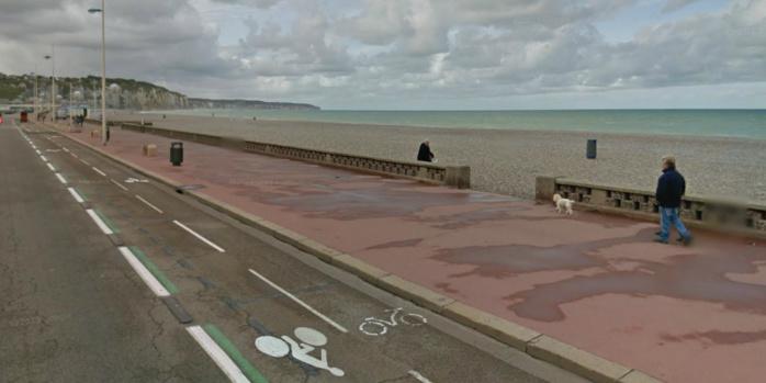 Le corps reposait face contre terre sur les galets de la plage. C'est un touriste qui circulait boulevard du Maréchal Foch, en bordure de la plage, qui a donné l'alerte (@Google Maps)