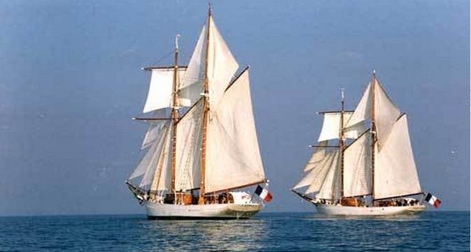 La Belle Poule et L' Étoile ont été construites en 1932 par les chantiers navals de Normandie à Fécamp. Le public pourra visiter les deux goélettes le week-end prochain (Photo Marine nationale)