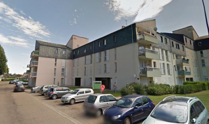 La victime habitait dans un appartement du rez-de-chaussée d'un immeuble de résidence de l'Oison, à l'entrée de la rue Claude Monet, à Saint-Pierre-lès-Elbeuf (@Google Maps)