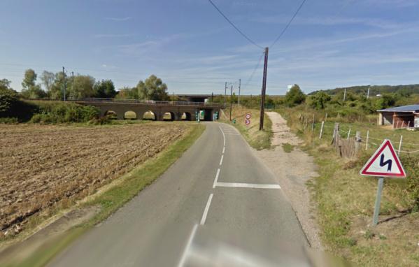 L'homme, hagard et titubant, a été découvert ce dimanche matin par un riverain rue du Village, à proximité du pont de chemin de fer