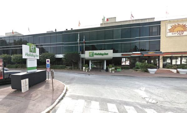 Les deux touristes ont été dévalisés devant leur hôtel à Bougival (@Google Maps)