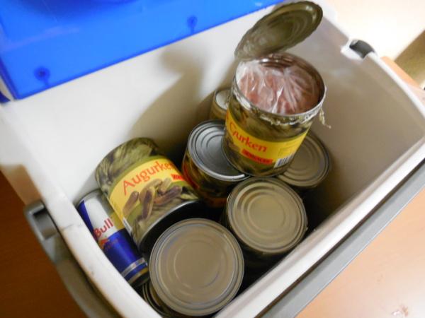 Les cachets d'ecstasy étaient conditionnés dans des boites de cornichons (Photos Douane)