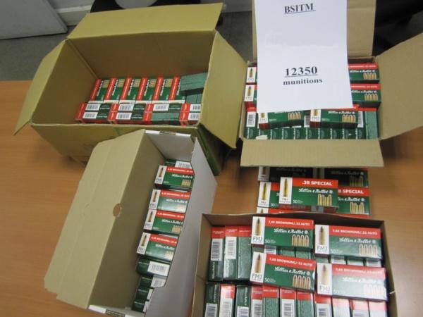 Les munitions étaient conditionnées dans des boites en carton (Photo Douane)