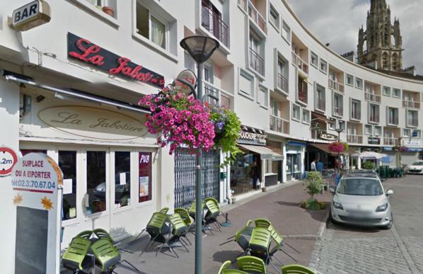 Le cambrioleur présumé du bar de la Jabotière, place d'Armes, avait travaillé une quinzaine de jours dans le débit de boissons et avait conservé un jeu de clés (@Google Maps)