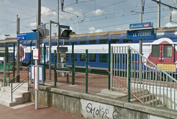 Les deux auteurs de l'agression ont été interpellés à la gare du Perray-en-Yvelines (illustration @Google Maps)