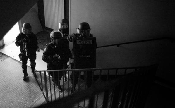 Les hommes du RAID, l'unité d'élite de la police nationale, sont intervenus ce matin à Elbeuf poour épauler les enquêteurs de la DGSI (illustration @DGPN)