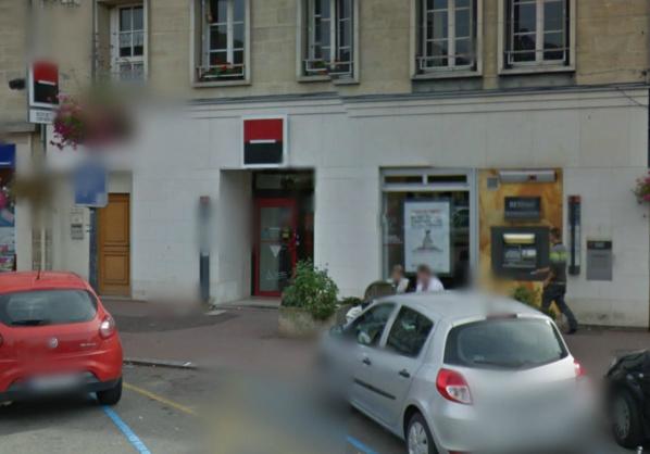 L'agence de la Société Générale est implantée sur la place centrale des Andelys  (illustration @Google Maps)