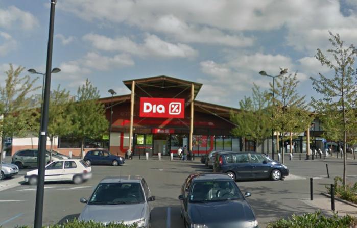 Le hard discount est implanté dans le centre commercial des Merisiers à Trappes (illustration @Google Maps)