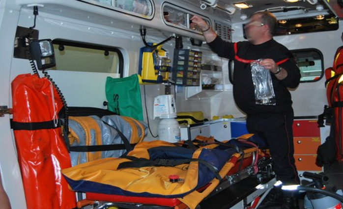 Les deux blessés ont d'abord reçu les premiers soins sur place avant d'être transportés aux urgences du CHU de Rouen par les sapeurs-pompiers (Photo d'illustration)